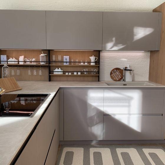 Cucina AK_04 - Una cucina pensata per chi ama la tecnologia e i materiali innovativi.